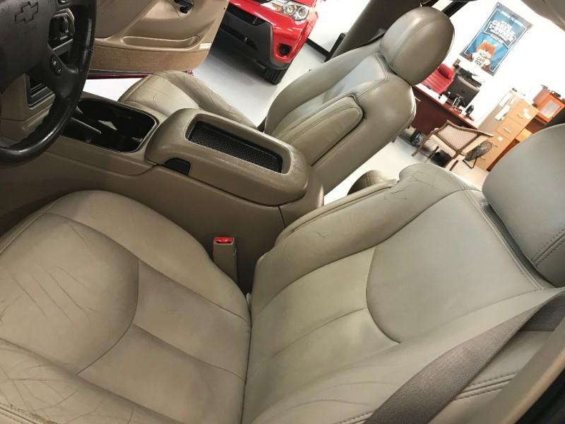 Chevrolet Suburban 2004 price $6,800