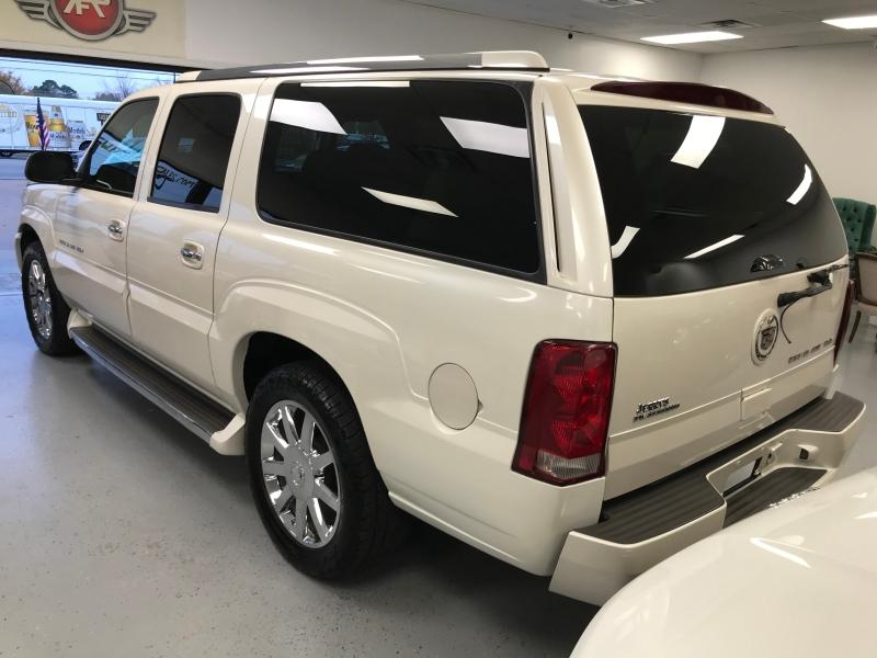 Cadillac Escalade ESV 2005 price $8,998