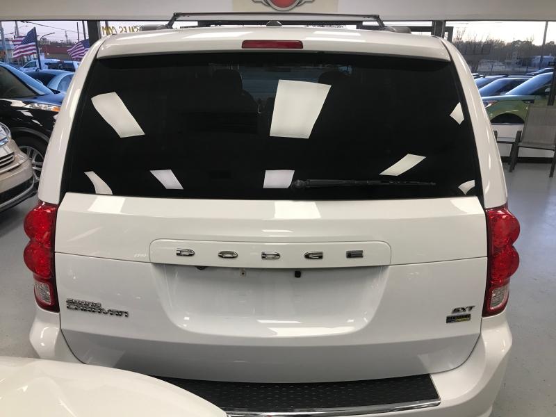 Dodge Grand Caravan 2015 price $8,998