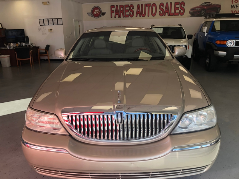 Lincoln Town Car 2005 price $4,650