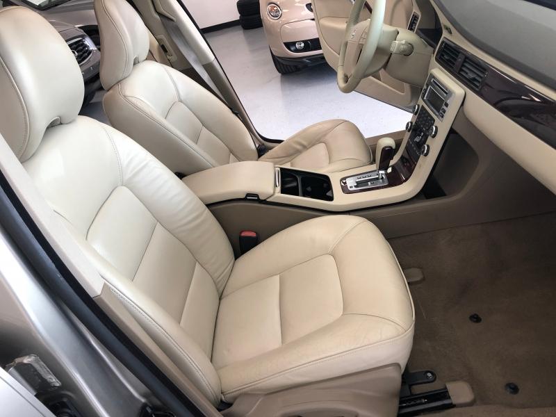 Volvo V70 2008 price $4,998