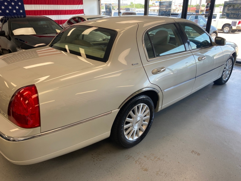 Lincoln Town Car 2004 price $5,498