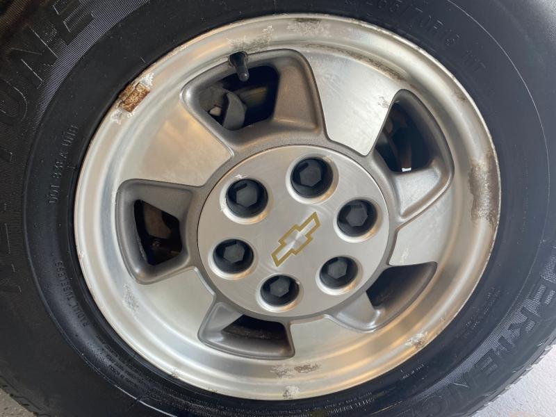 Chevrolet Suburban 2001 price $4,998