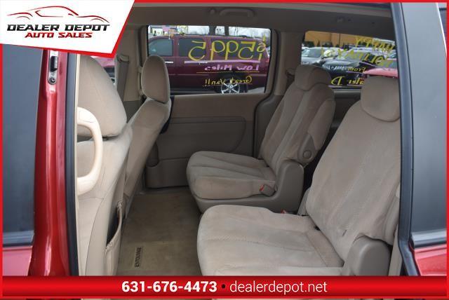 Hyundai Entourage 2007 price $5,990