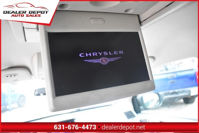 Chrysler Town & Country 2010 price $7,990