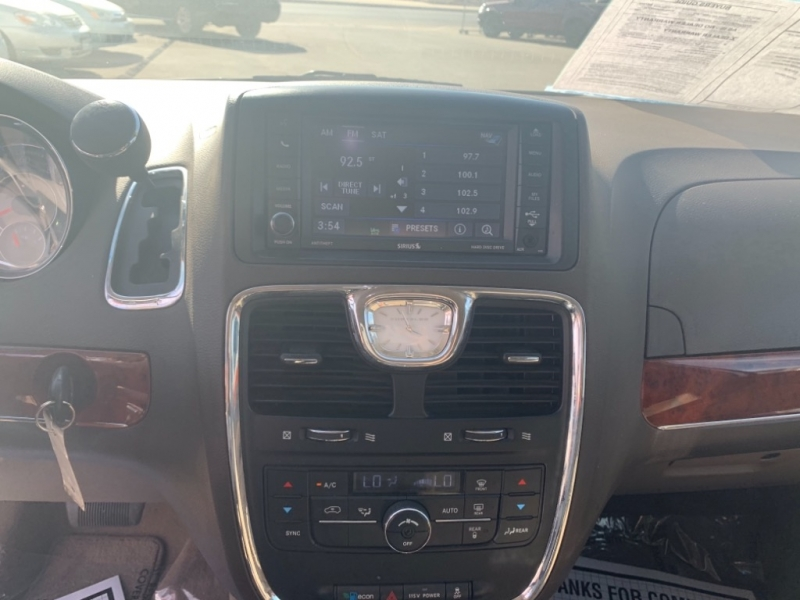 Chrysler Town & Country 2013 price $8,827