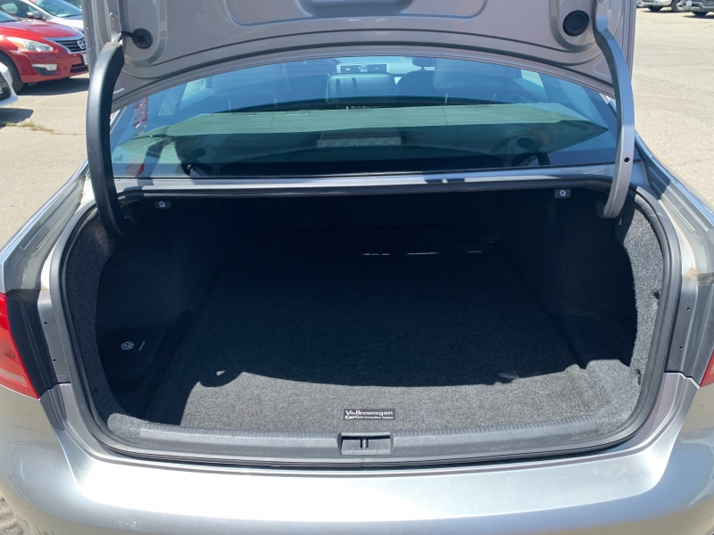 Volkswagen Passat 2012 price $7,353