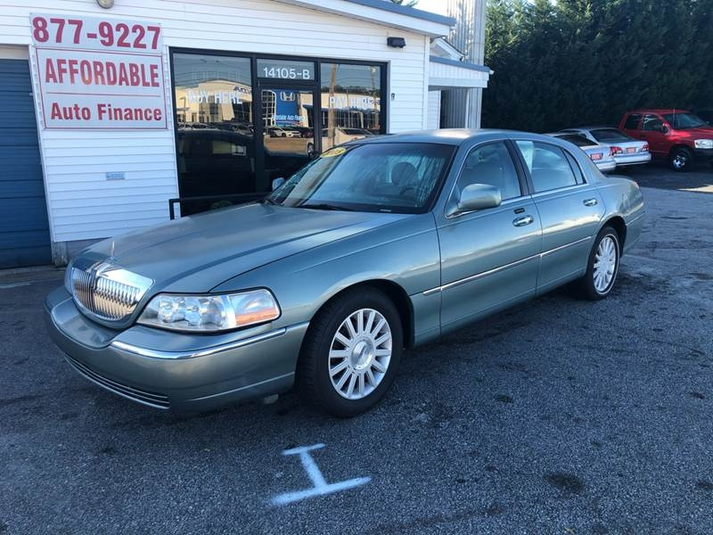 LINCOLN TOWN CAR 2005 price $8,995