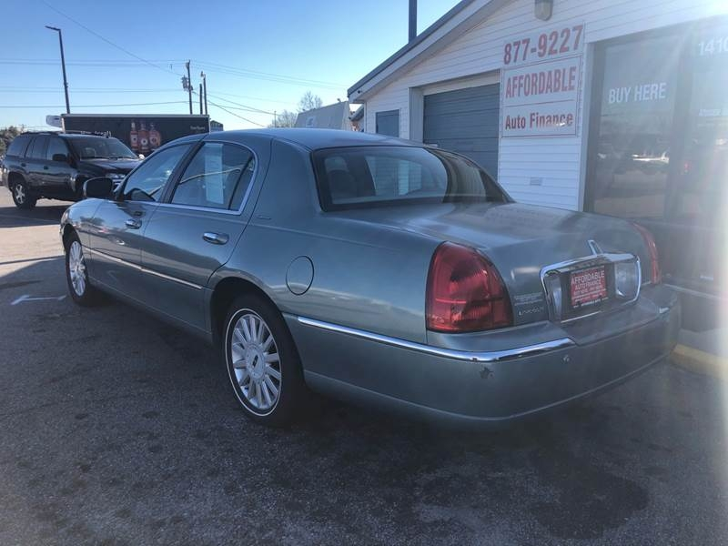 LINCOLN TOWN CAR 2005 price