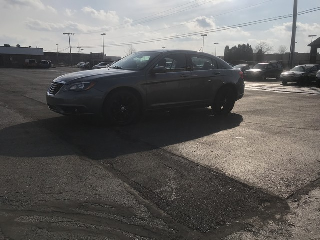 CHRYSLER 200 2011 price $7,995