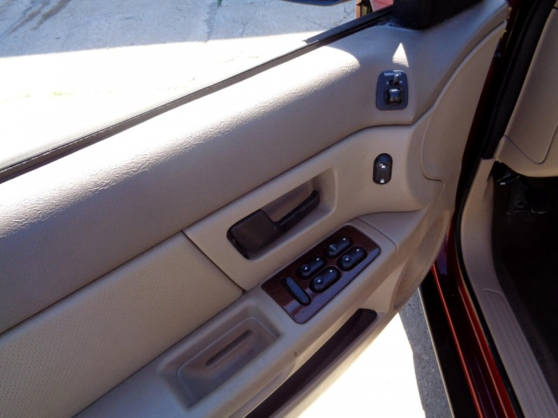 Ford Taurus 2005 price $1,695