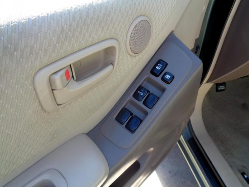 Toyota Highlander 2005 price $3,695