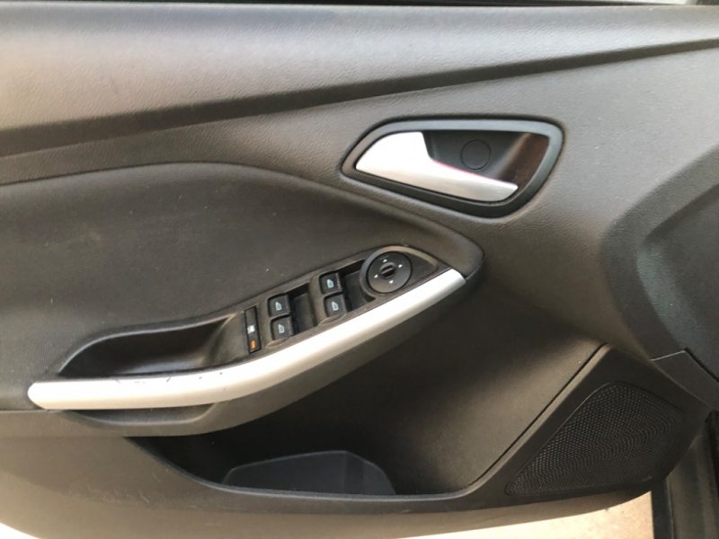 Ford Focus 2013 price $7,000