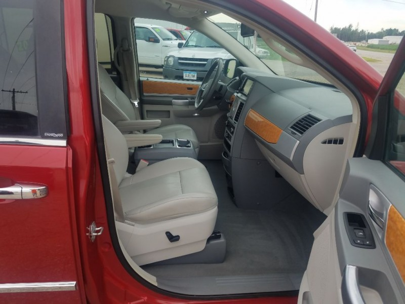 CHRYSLER TOWN & COUNTRY 2009 price $6,650