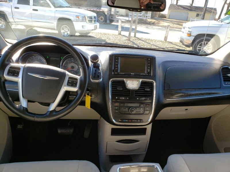 CHRYSLER TOWN & COUNTRY 2011 price $7,250