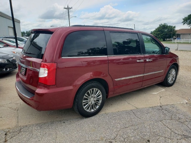 CHRYSLER TOWN & COUNTRY 2013 price $8,950