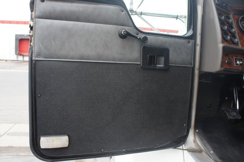 KENWORTH T300 2002 price $32,999