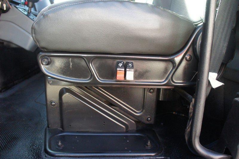 INTERNATIONAL 7400 2004 price $40,599