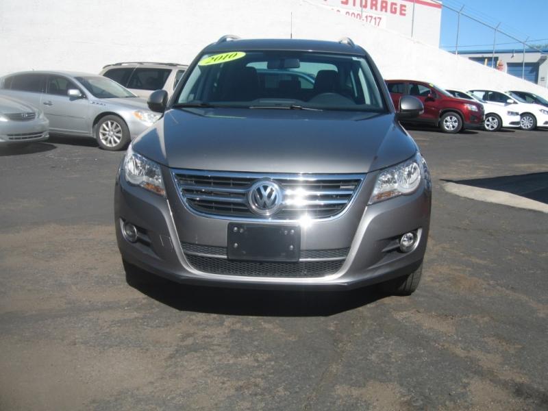 Volkswagen Tiguan 2010 price $8,499
