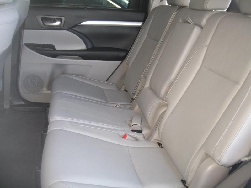 Toyota Highlander 2017 price $26,999