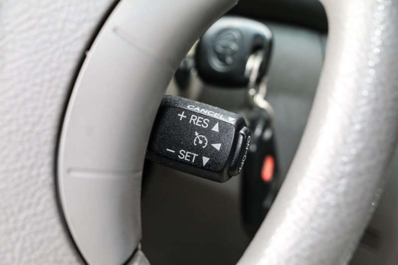 Toyota Sienna 2005 price $4,988