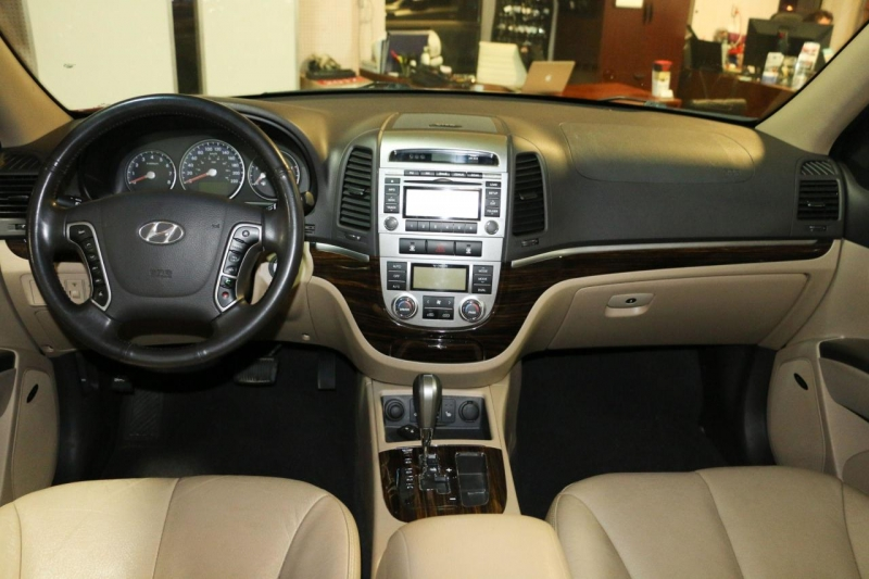 Hyundai Santa Fe 2011 price $9,500