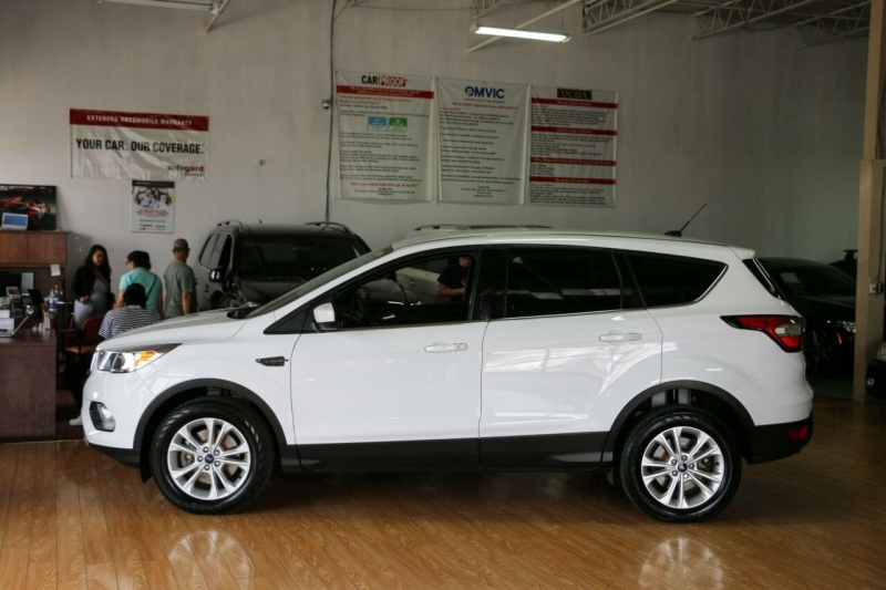 Ford Escape 2017 price $15,400