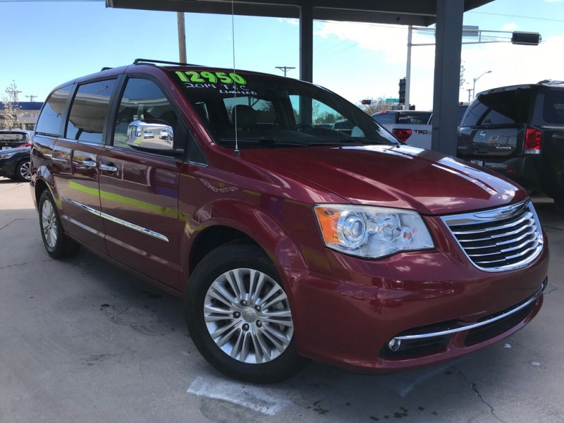 Chrysler Town & Country 2014 price $10,950