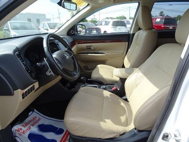 Mitsubishi Outlander 2015 price $15,690