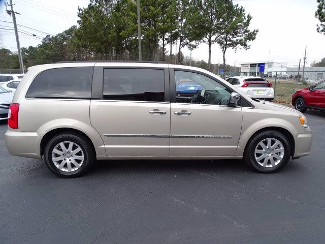 Chrysler Town & Country 2012 price $12,990