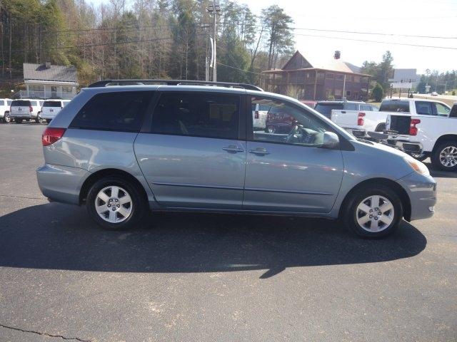 Toyota Sienna 2005 price $8,990
