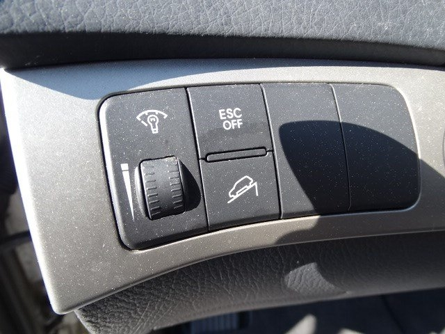 Kia Borrego 2009 price $9,990