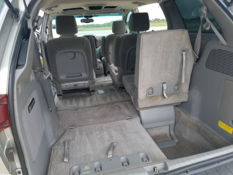 Toyota Sienna 2005 price $6,995