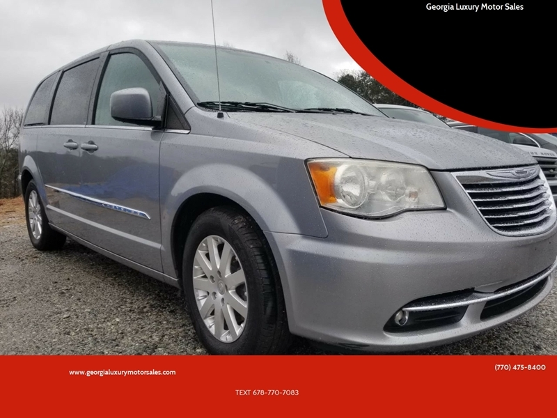 2013 town and country minivan
