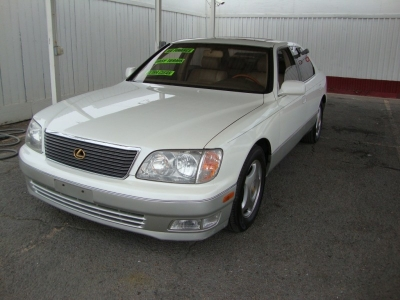2000 Lexus LS 400 4dr Sdn