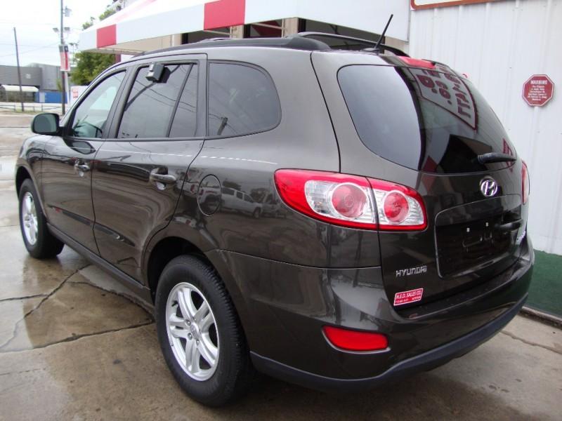 Hyundai Santa Fe 2011 price $9,477