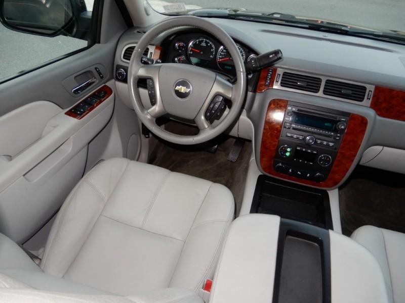 2013 Chevrolet Suburban 4dr 1500 Lt