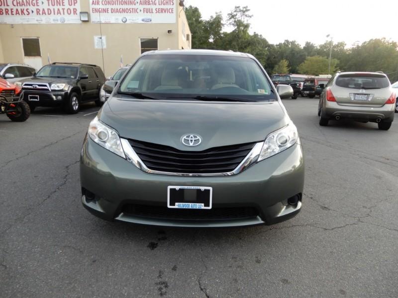 Toyota Sienna 2014 price $12,595
