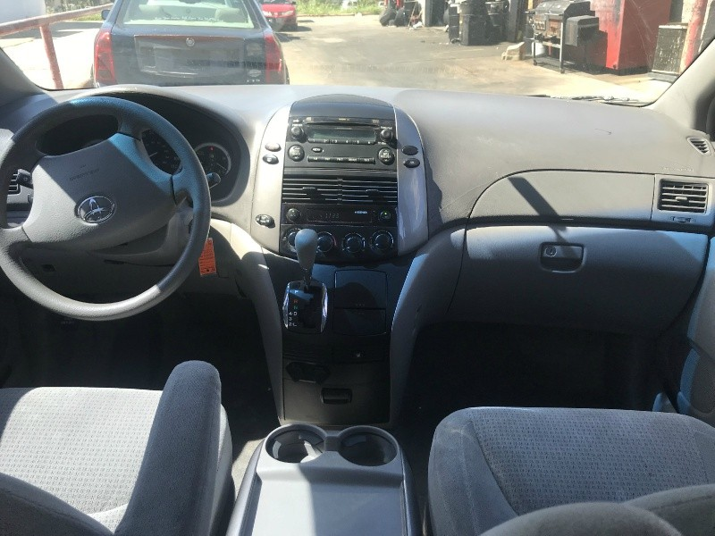 Toyota SIENNA 2006 price $4,500