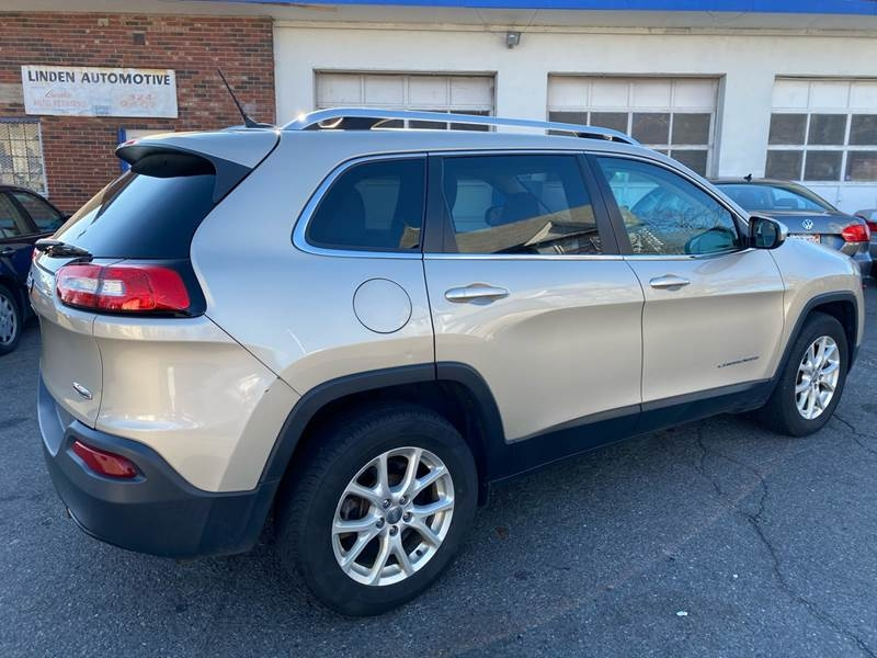 Jeep Cherokee 2015 price $9,995