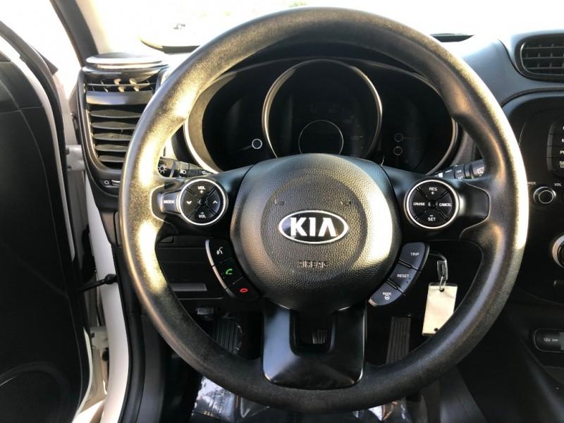 Kia Soul 2015 price $7,990