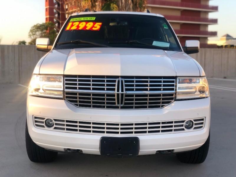 Lincoln Navigator 2011 price $12,995