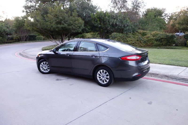Ford Fusion S 2016 price $10,995