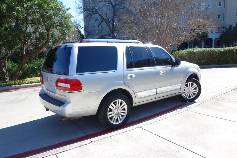 Lincoln Navigator 2012 price $10,995