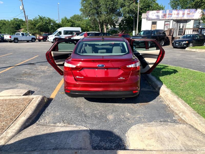 Ford Focus SE 2014 price $5,995
