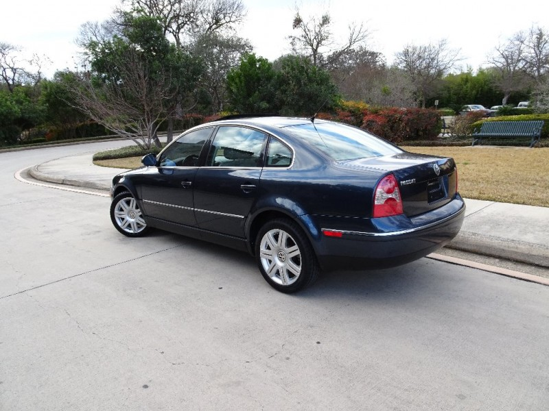 Volkswagen Passat Sedan 2005 price $4,250