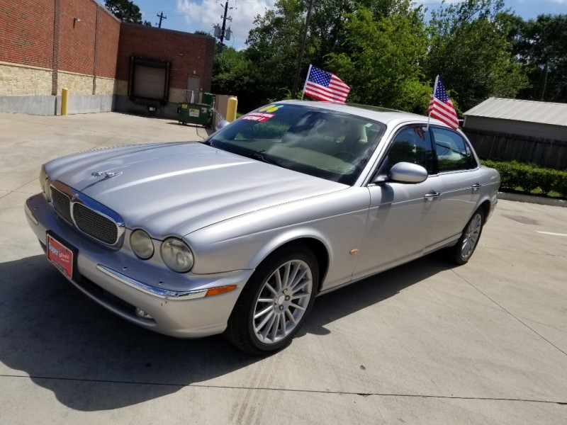 JAGUAR XJ8 2006 price $9,995