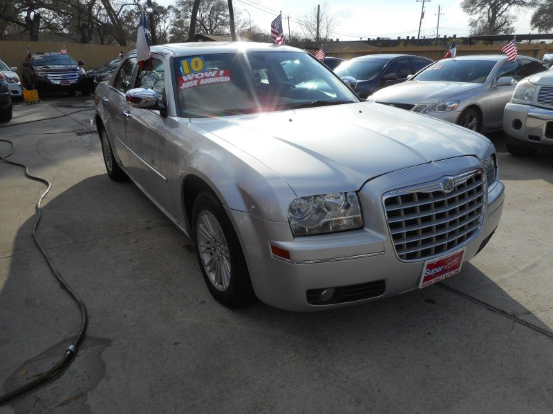 CHRYSLER 300 2010 price $11,995