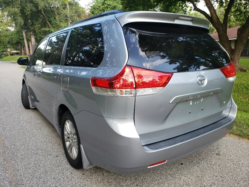 Toyota Sienna 2013 price $11,990
