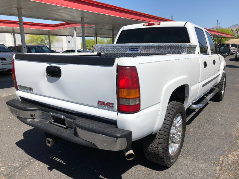 GMC Sierra 2500HD 2005 price $10,990